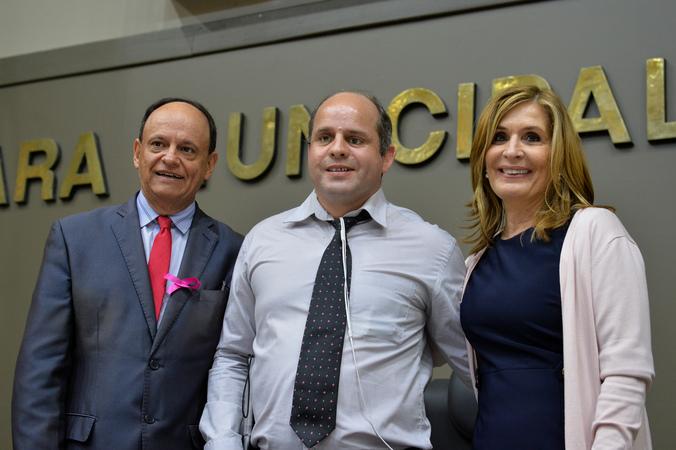 Política Paradesporto em Porto Alegre. Na foto, vereador João Bosco vaz, presidente da ACERGS, Gilberto Kemer e presidente da Câmara Mônica Leal.