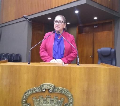 Vereadora Lourdes na Tribuna da Câmara