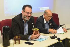 Votação de pareceres. Na foto: vereadores Ricardo Gomes (presidente) e Reginaldo Pujol