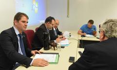 Votação de pareceres. Na foto: vereadores Márcio Bins Ely, Ricardo Gomes (president), Reginaldo Pujol e Mendes Ribeiro e Adeli Sell (de costas)