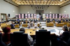 """Comissão debate a presença da economia dos povos de matriz africana na vida e na história do mercado público de Porto Alegre e o impacto da """"privatização"""" (PPP)."""