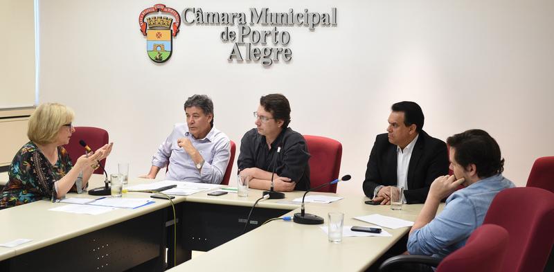 Apresentação do relatorio do Conselho de Acompanhamento e controle Social do Fundeb de Porto Alegre.Com a presença da Sra. Rosa Pinteiro do CACS.