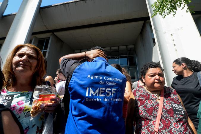 Servidores do IMESF fazem manifestação na Câmara Municipal de Vereadores.