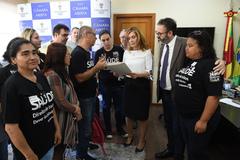 Presidente Mônica Leal recebe representantes do IMESF junto dos vereadores Roberto Robaina, Adeli Sell e Cláudia Araújo.