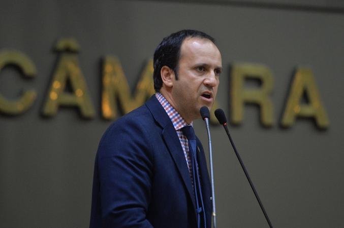 Movimentação de plenário. Na foto, vereador Moisés Barboza.