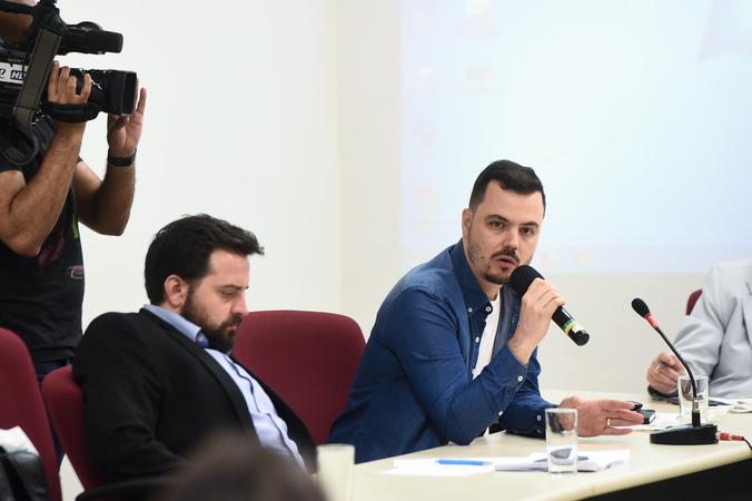 Reunião sobre rede municipal de atendimento à psoríase. Na foto, representante do TelessaúdeRS