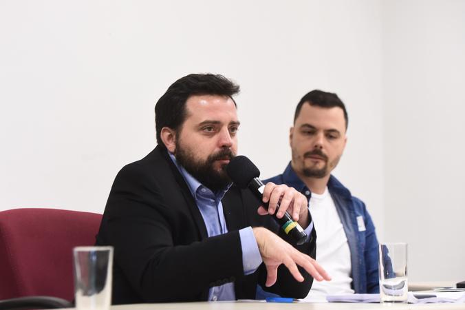 Reunião sobre rede municipal de atendimento à psoríase. Na foto, representante da Sec. Municipal da Saúde