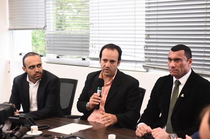 Reunião da Cedecondh no Centro Intecgrado de Comando (CEIC) sobre cercamento eletrônico. Na foto, vereador Moisés Barboza ao microfone