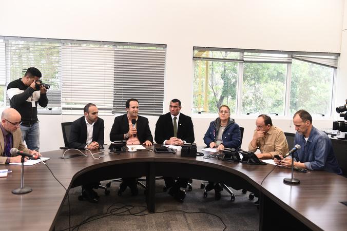 Reunião da Cedecondh no Centro Intecgrado de Comando (CEIC) sobre cercamento eletrônico. Vereadores na mesa: Moisés Barboza, Lourdes Sprenger, João Bosco Vaz e Marcelo Sgarbossa