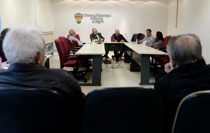 Comissão debate prédios abandonados e habitação social popular.