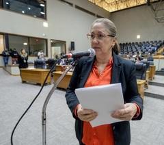 Vereadora em reunião da CPI  (Foto: Leonardo Cardoso/CMPA)