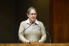Vereadora Lourdes Sprenger na tribuna do Plenário Otávio Rocha