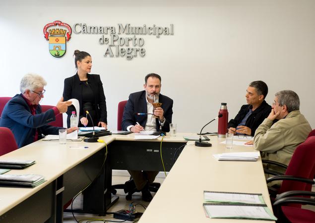 Comissão debate o projeto de reforma do Regimento.