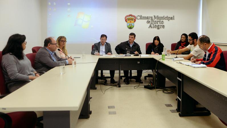 Comissão discute a implantação de novas atitudes frente a política do descarte e recolhimento de resíduos.