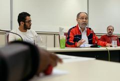 Comissão discute a implantação de novas atitudes frente a política do descarte e recolhimento de resíduos. Com a fala, Antonio Matos, representando o Fórum de Unidades de Triagem.