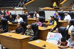 Moradores protestam contra ameaça de demolição das casas na Mato Sampaio