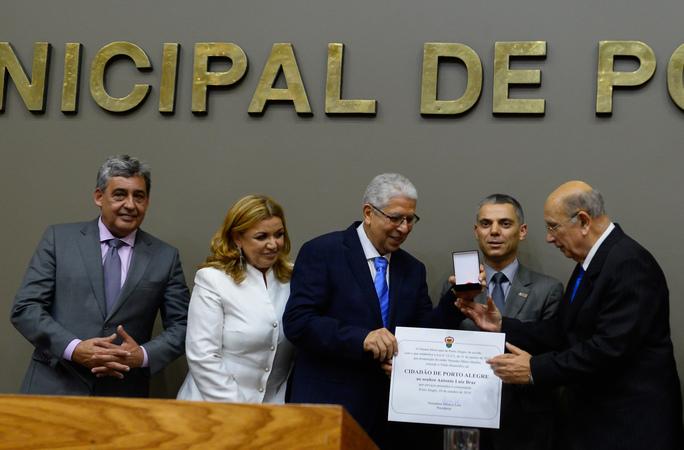 Sessão Solene de outorga do Título de Cidadão de Porto Alegre ao Senhor Antônio Luiz Braz.