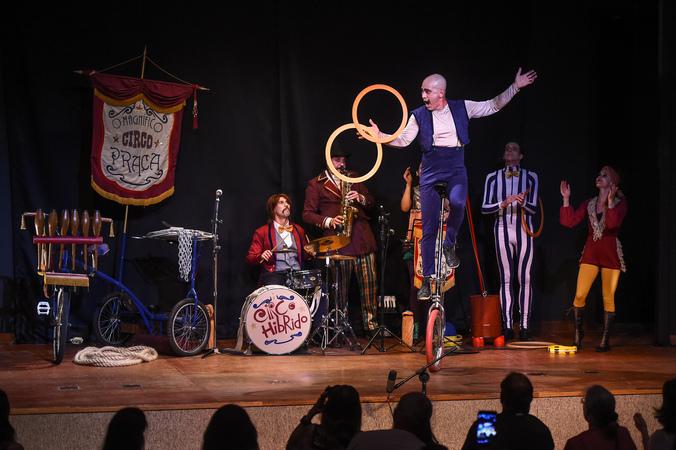 Espetáculo O Magnífico Circo Praça, do grupo Circo Híbrido - 2ª Mostra de Artes Cênicas e Música do Teatro Glênio Peres
