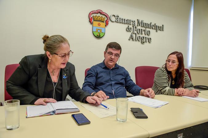Comissão de Saúde e Meio Ambiente decide sobre substituição de Ex-Vereador André Carús na presisidência.  O cargo permanece com o partido MDB, representado pela Vereadora Lourdes Sprenger.