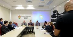 """Comissão debate o Projeto de Lei nº 061/19 – Processo nº 118/19, que """"Proíbe a distribuição gratuita ou a venda de sacolas plásticas a consumidores em todos os estabelecimentos comerciais do Município de Porto Alegre."""