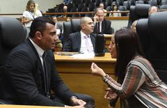 Movimentação de plenário. Na foto, secretário municipal de Segurança Rafão Oliveira e vereadora Cláudia Araújo.