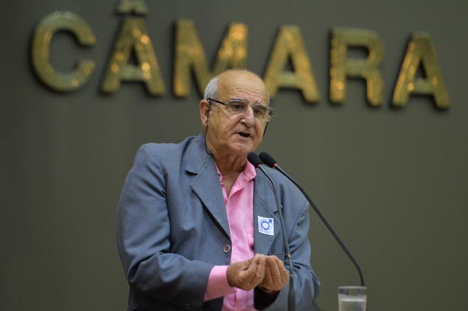 Sindicato dos Guardadores de Automóveis de Porto Alegre esclarece a diferença do exercício da profissão de guardador de carro e o flanelinha. Na foto, Capinaré Acosta.
