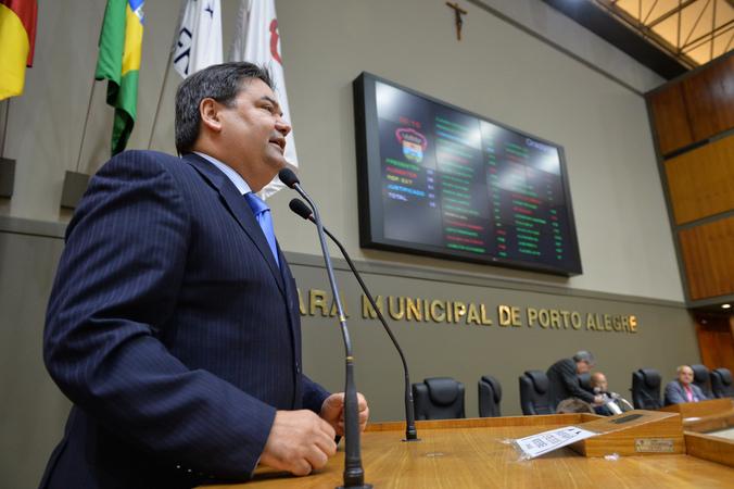 Sindicato dos Guardadores de Automóveis de Porto Alegre esclarece a diferença do exercício da profissão de guardador de carro e o flanelinha. Na foto, vereador Prof. Wambert.