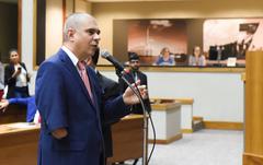 Movimentação de Plenário. Na foto: vereador Luciano Marcantônio