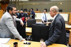 Movimentação de Plenário. Na foto: vereadores Clàudio Janta (e) e Reginaldo Pujol