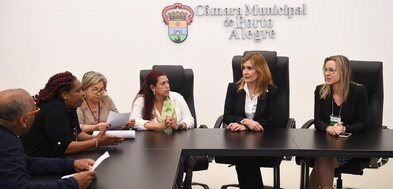 Presidente Monica Leal recebe representantes de movimento Negro.