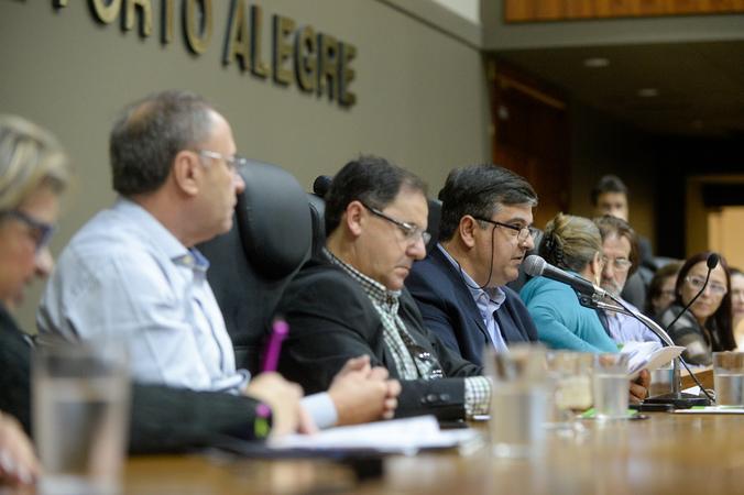 Comissão debate o  Projeto de Lei do Executivo – PLCE 015/19, que visa a regularização do IMESF e possibilidade de aproveitamento dos atuais funcionários do instituto. Com a fala, o vereador José Freitas.