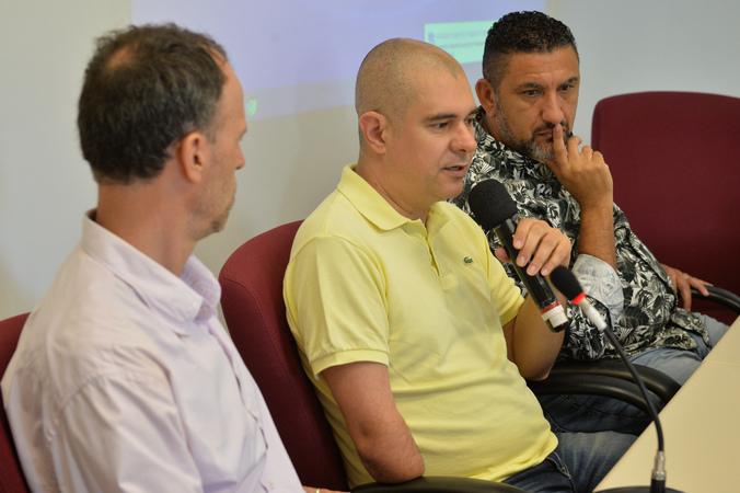 Discute assédio moral na administração pública de Porto Alegre. Ao microfone, vereador Luciano Marcantônio.