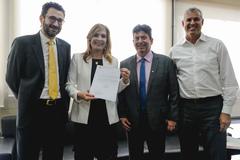 Presidente Mônica Leal recebe o Secretário Municipal de Educação, Dr. Adriano Naves de Brito, para tratar do projeto de graduação gratuita para professores.