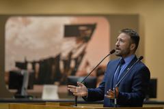 Movimentação de plenário. Na foto, vereador Mendes Ribeiro.