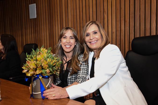 Presidente Mônica Leal comparece a cerimônia de posse do novo presidente e demais membros do Conselho de Administração da FMP - Fundação Escola Superior do Ministério Público.