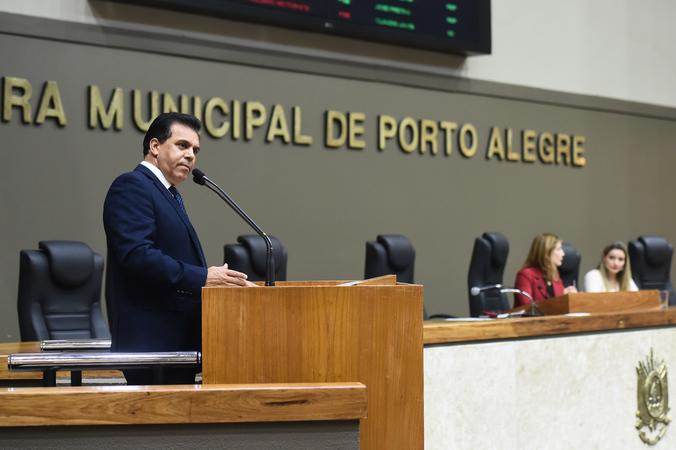 Período de Comunicações Temático para apresentação do trabalho desenvolvido pela Delegacia de Proteção ao Idoso de Porto Alegre. Na foto, o vereador Alvoni Medina