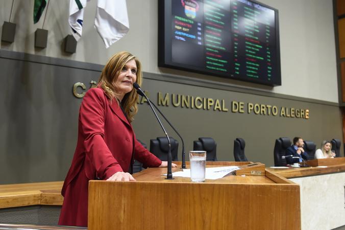 Período de Comunicações Temático para apresentação do trabalho desenvolvido pela Delegacia de Proteção ao Idoso de Porto Alegre. Na foto, a vereadora Mônica Leal