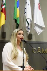 Período de Comunicações Temáticas para apresentação do trabalho desenvolvido pela Delegacia de Proteção ao Idoso de Porto Alegre. Na foto: a delegada Cristiane Pires Ramos