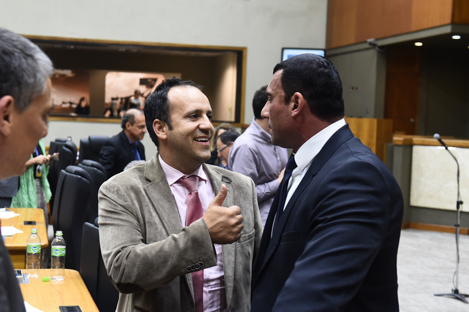 Vereadores Moisés Barboza e Rafão Oliveira comemoram aprovação de projeto