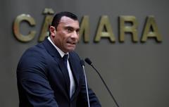 Vereador Comissário Rafão Oliveira discursa na tribuna.