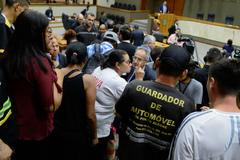 Guardadores de carro ao final da votação.