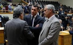 Movimentação de plenário. Na foto, vereadores Mauro Pinheiro, Cassiá Carpes e Comissário rafão Oliveira.