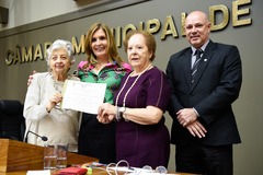 Fundadoras recebem diploma de Mônica Leal