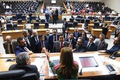 Presidente Mônica Leal com lideranças