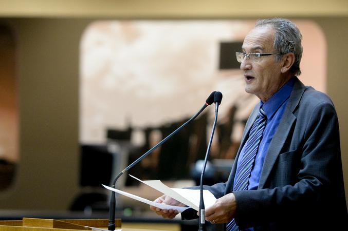 Movimentações no Plenário. Na foto, com a fala, o vereador Airto Ferronato.