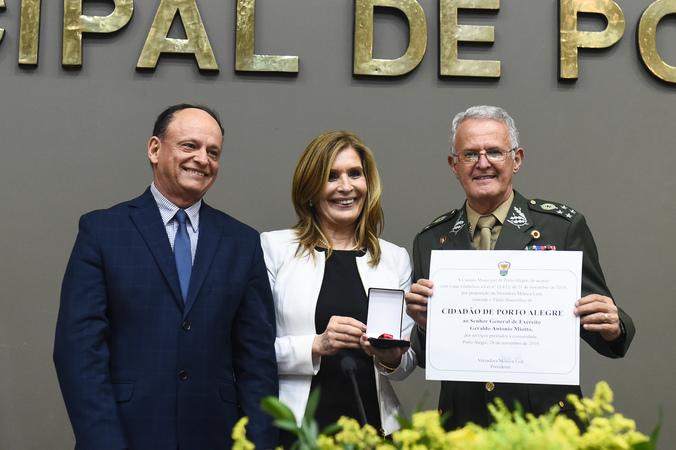 Sessão Solene de outorga do Título de Cidadão de Porto Alegre. ao Senhor General de Exército Geraldo Antonio Miotto.