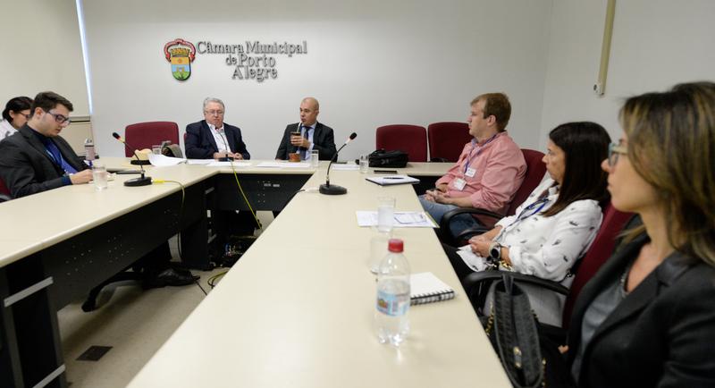 Comissão Especial de Prédios Abandonados debate a gestão dos órgãos municipais.