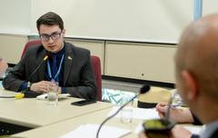 Comissão Especial de Prédios Abandonados debate a gestão dos órgãos municipais. Na foto, com a fala, o Sr. Álisson Rodrigues Martins, representando o Sindilojas.