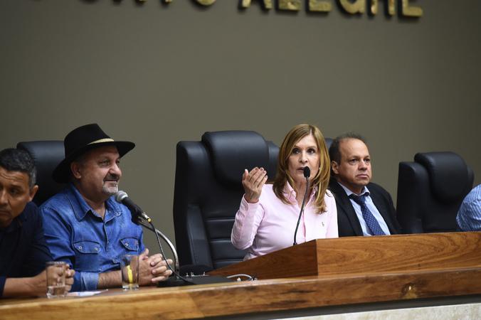 Audiência Pública com o objetivo de debater sobre o Projeto que autoriza a alteração da tripulação do Sistema de Transporte Coletivo. Na foto, vereadora presidente Mônica Leal