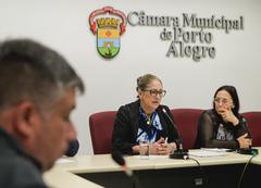 Comissão debate a fiscalização da Lei das Carroças. Com a fala, a vereadora Lourdes Sprenger.